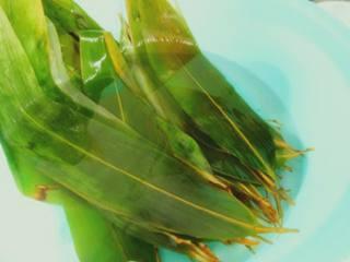 经典蜜枣粽子,准备好提前泡过的粽叶