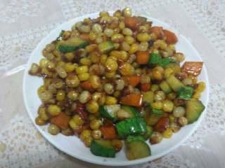 炒甜玉米粒,在炒一小会就出锅