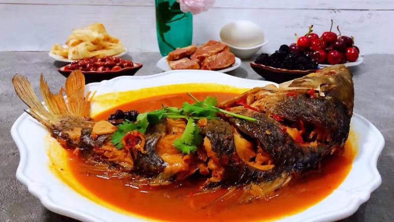 酱焖鲤鱼,鲤鱼的营养价值非常丰富经常食用对身体有益,也是宴客必备的拿手好菜哦