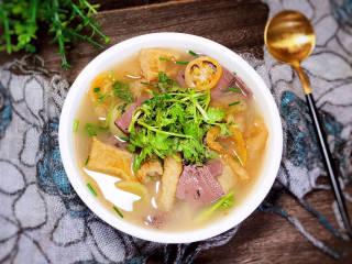 青番茄肉皮猪血汤,一道美味的青番茄肉皮猪血汤就做好了
