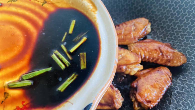 雪碧鸡翅,倒入腌制鸡翅的调料