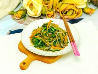 韭菜豆芽炒粉丝,美味的韭菜豆芽炒粉丝就做好了