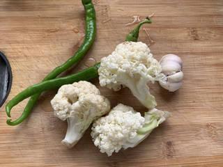 椒盐花菜,准备需要的食材