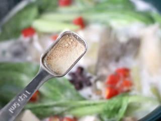 鲈鱼炖豆腐,加入胡椒粉调味增香。