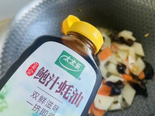 素炒山药+清香爽口 营养美味,加入少许蚝油翻炒均匀即可
