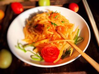 西红柿炒土豆丝,即可食用