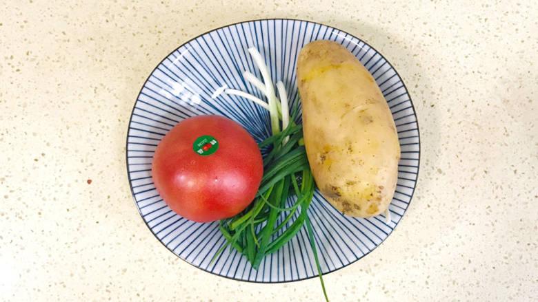 西红柿炒土豆丝,准备好食材