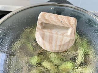 花蛤丝瓜汤➕花蛤平菇丝瓜汤,加盖中小火煮一两分钟