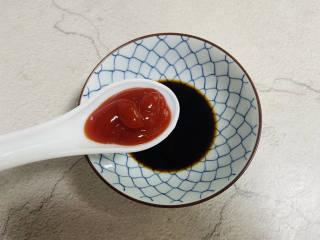 糖醋鸡蛋,2勺生抽、1勺米醋、0.5勺老抽、1勺番茄酱