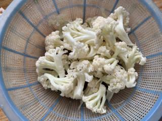 椒盐花菜,花菜掰小朵