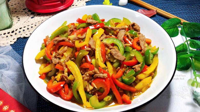 彩椒炒肉丝➕甜椒炒肉丝,这款彩椒炒肉丝,做法简单,色彩丰富,肉丝滑嫩,彩椒甜脆,咸鲜味美,美味健康,喜欢的小可爱赶紧来试试吧😄