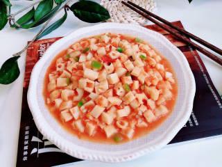番茄藕丁,酸酸甜甜的番茄藕丁就上桌了。