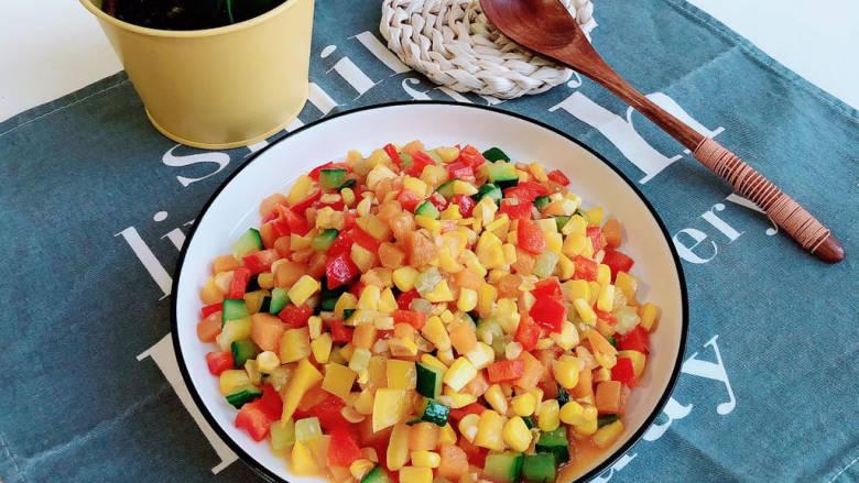 杂炒时蔬,色泽亮丽,营养健康的杂炒时蔬上桌了。