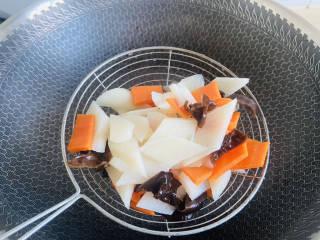 素炒山药+清香爽口 营养美味,捞出沥干水分