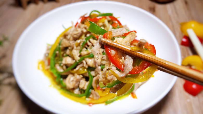 彩椒炒肉丝,即可食用
