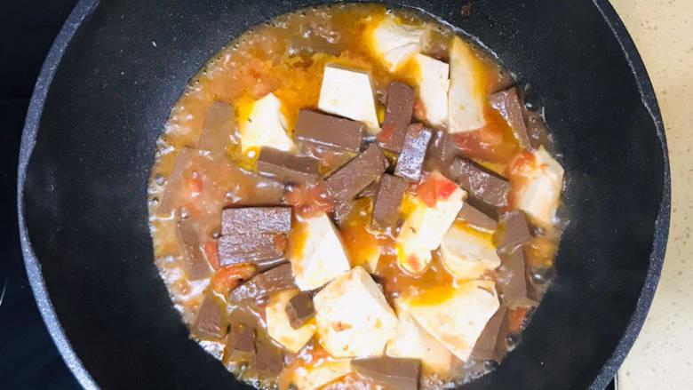酸辣豆腐,煮至入味即可